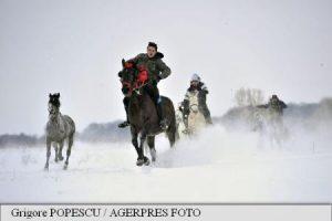 """REPORTAJ Prahova: Zeci de cai și ponei, botezați la Pietroșani; obiceiul – """"analizat"""