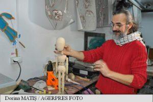 Strănepot al lui Brâncuși, artist specializat în confecționarea păpușilor pentru teatru